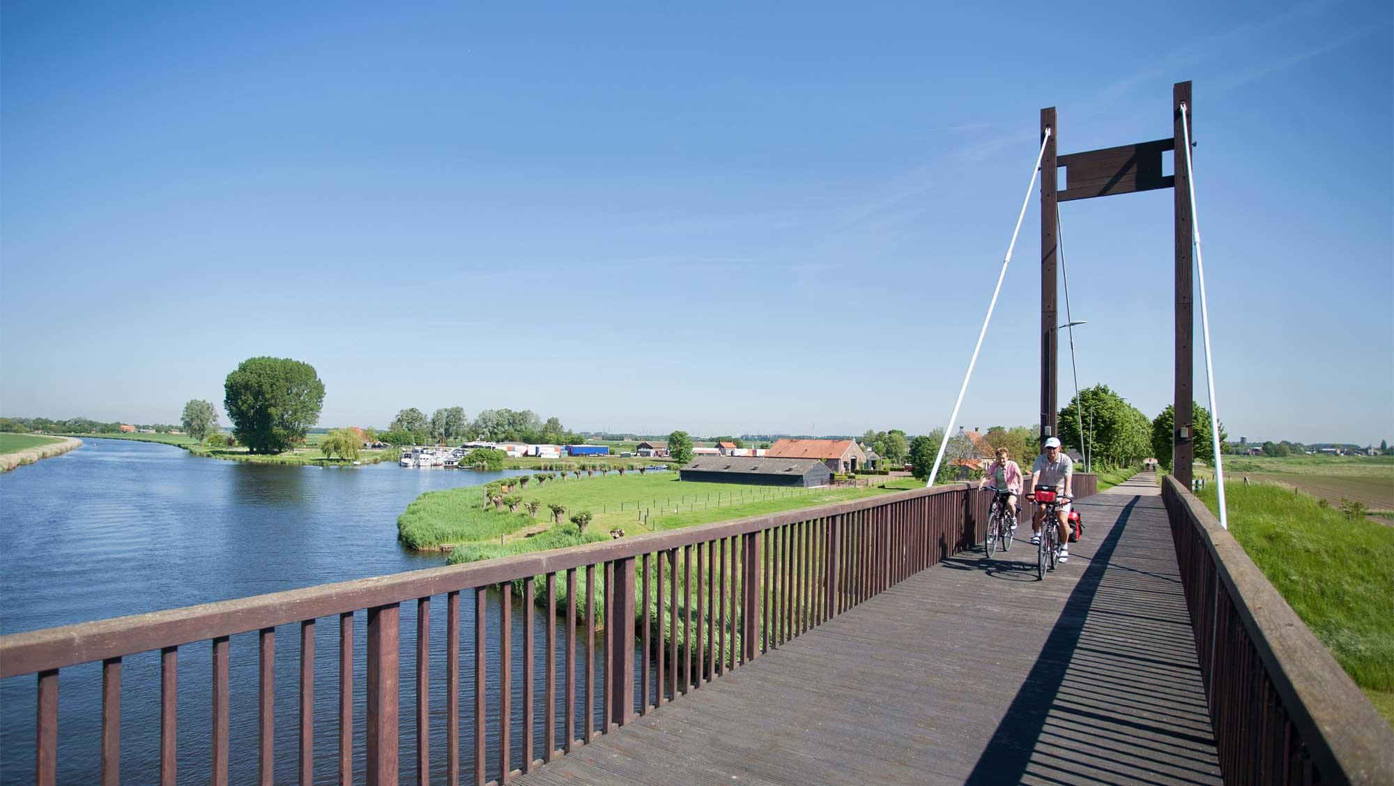 Omgeving Molecaten Park Bosbad Hoeven 03 fietsen