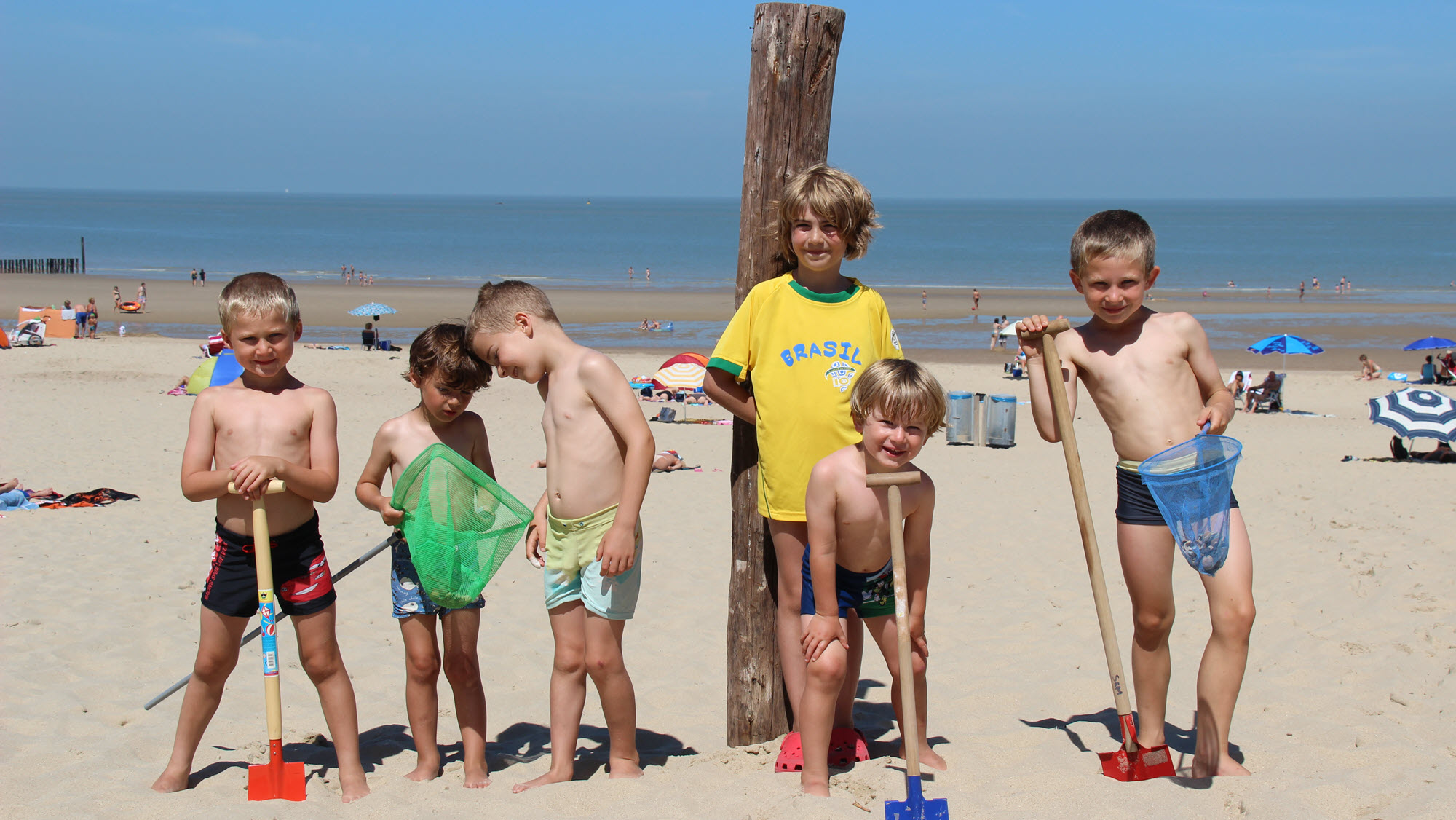 Omgeving Molecaten Park Hoogduin 01 strand met kinderen
